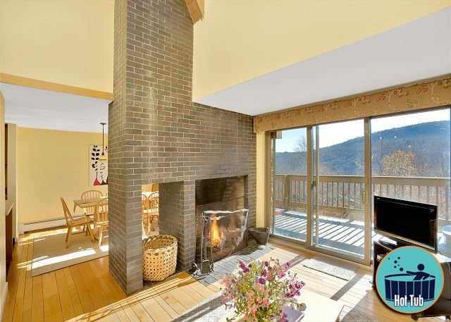 Premium spacious Winterberry 1 townhouse w/hot tub minutes from the slopes, alquiler de vacaciones en Rutland