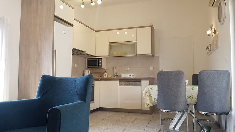 Comfortable 2 Bedroom Apartment with Sea view, alquiler vacacional en Petrovac