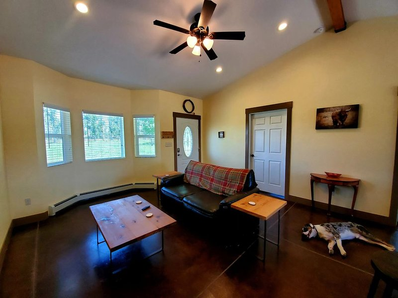 Come visit the Tres Chivos Farmhouse!, vacation rental in Fruitvale