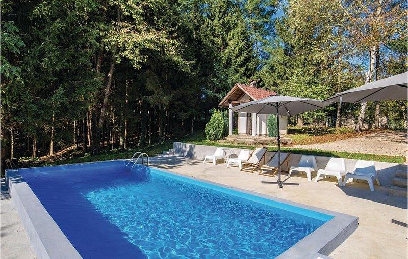 4 Zimmer Unterkunft in Plaski, holiday rental in Otok Ostarijski