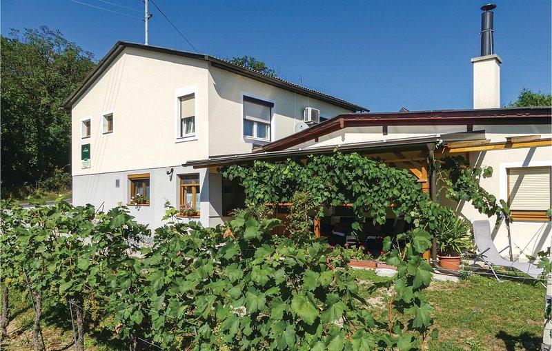 1 Zimmer Unterkunft in Eisenberg, location de vacances à Kukmirn