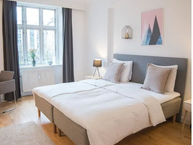 Amazing 4 room Apartment in the heart of the city, Ferienwohnung in Roedovre Municipality