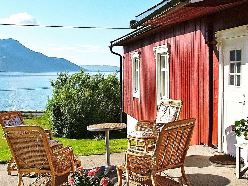 4 star holiday home in Straumsbukta, alquiler de vacaciones en Troms