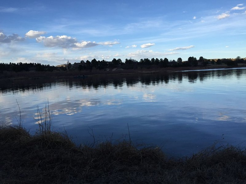 Country Lake Home with Biking, Hiking and horse trail, next to Air Force Academy, location de vacances à Monument