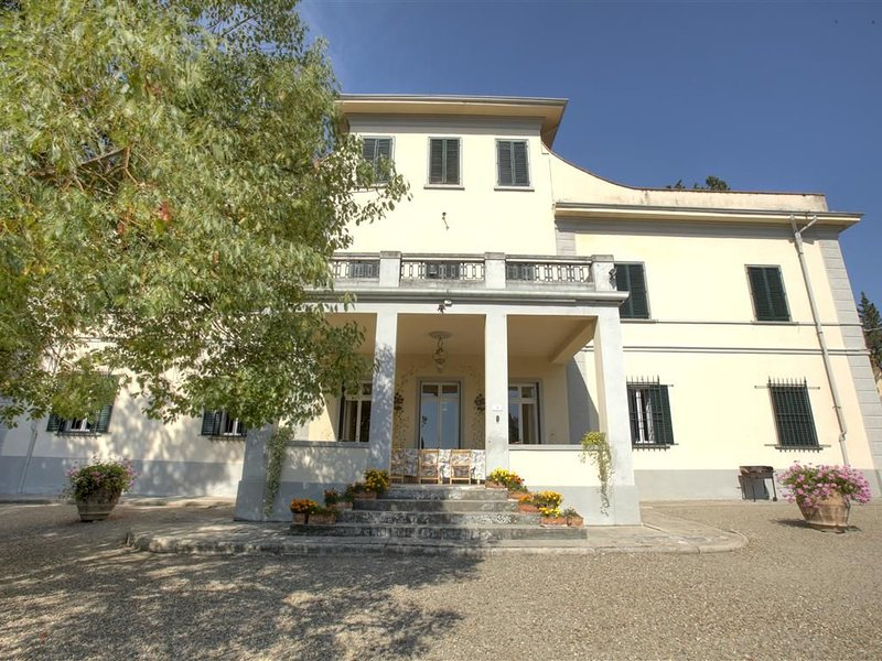 DIMORA STORICA CHIANTI piscina privata a 30 km da FIRENZE LAST MINUTE, casa vacanza a Empoli