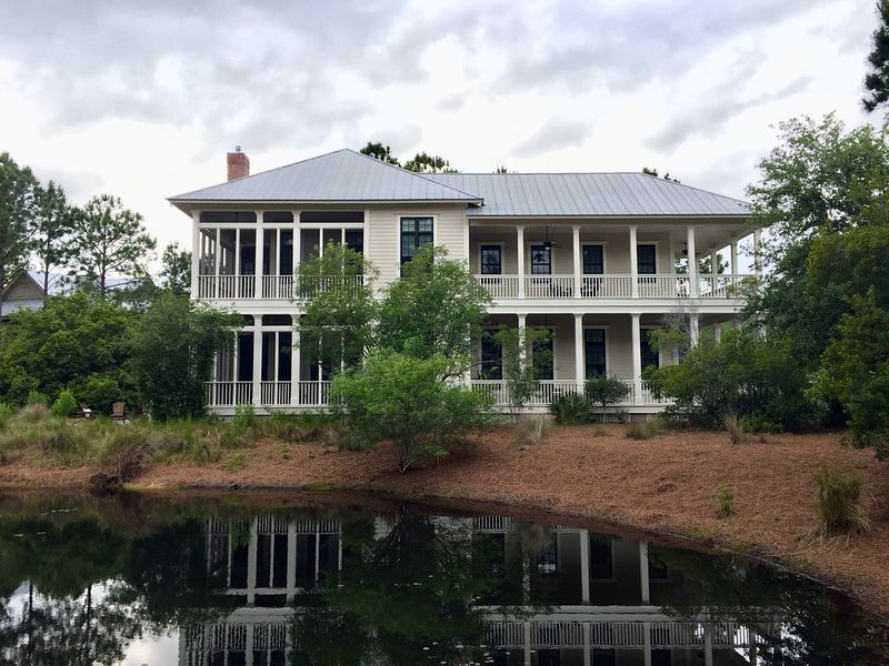 A Block from Camp Watercolor Yet Wonderfully Serene!, location de vacances à Grayton Beach