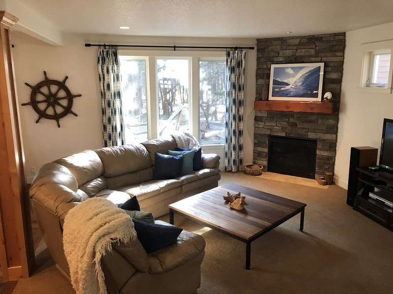Ideal for 2 Families, quiet but close to beach!, vacation rental in Pacific City