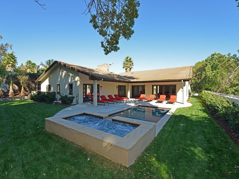 Now Renting Monthly 31 days - Hollywood Hills Spanish Contemporary – semesterbostad i Los Angeles