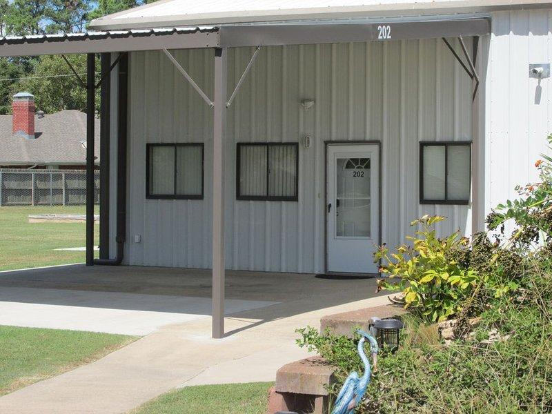 Peaceful Retreat Apartment with carport in city limits, location de vacances à Winnsboro