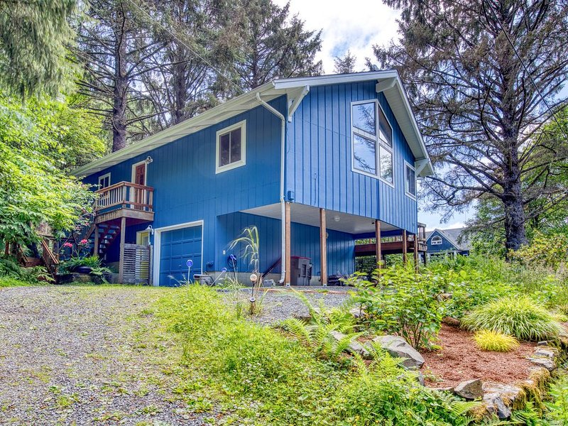 Spacious, dog-friendly home with modern comforts - 1/4 mile to beach!, aluguéis de temporada em Cannon Beach