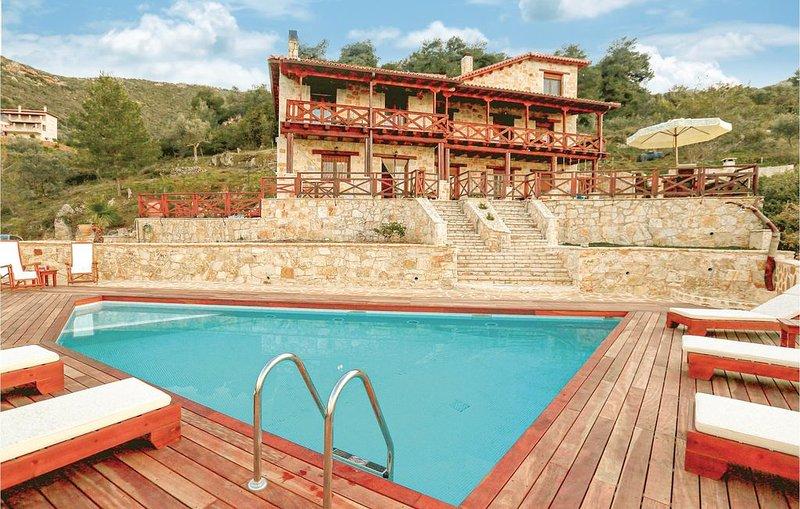 4 Zimmer Unterkunft in Ano Platanos Akrata, holiday rental in Akrata