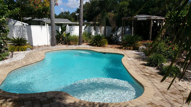 St Pete Backyard Oasis, holiday rental in Kenneth City