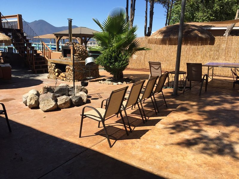 The Lake, campfire, family, friends ...a great place to make memories, holiday rental in Clearlake Oaks