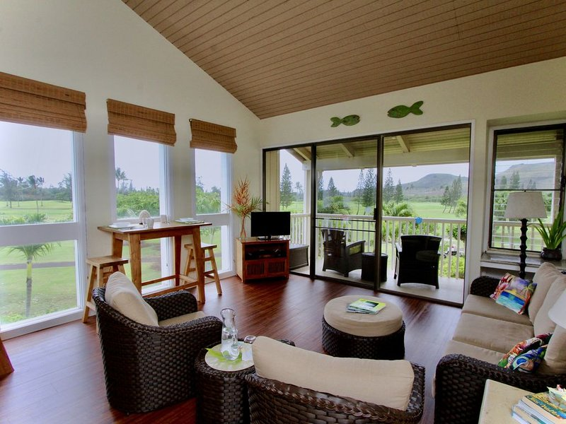 Honu Kai Hideaway - Whitewater Ocean, Mountain & Golf Course Views, holiday rental in Kahuku