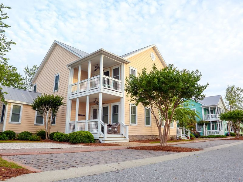 Ocean-view, family-friendly, walking access to charming town and marina, vacation rental in Southport