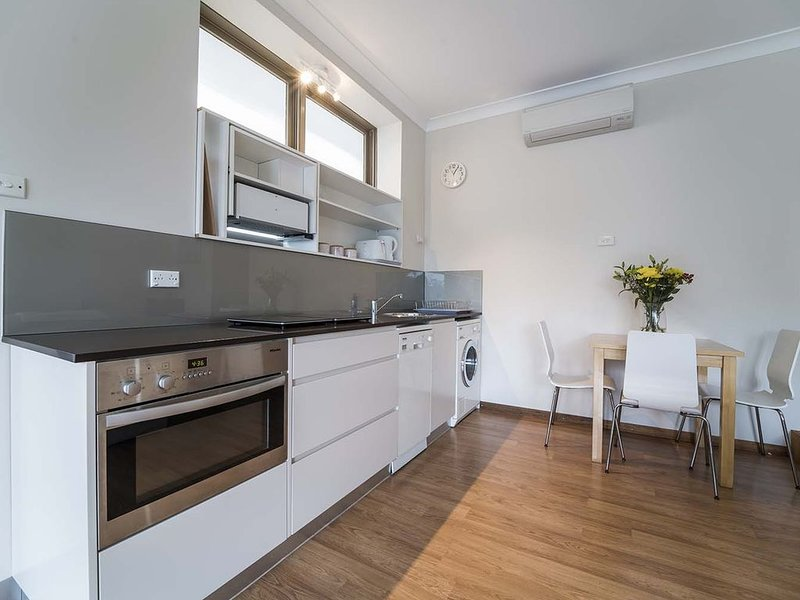 My Place - light filled and spacious, holiday rental in Forestville