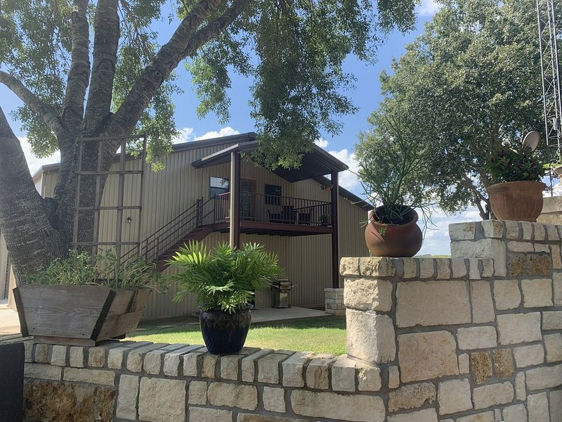 The Crow's Nest - Brenham, TX, holiday rental in Brenham