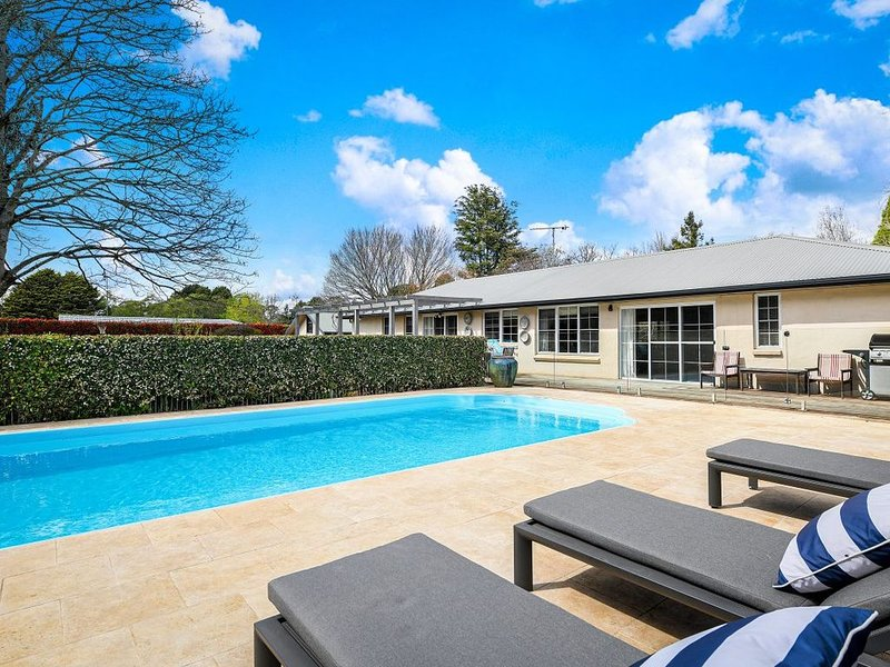 Elegant, comfortable & spacious family home in Exeter, holiday rental in Bundanoon