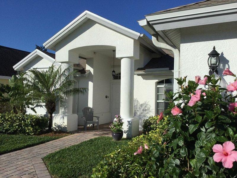 Florida Ferienhaus mit Pool, direkt am See, strandnah, Golf, kinderfreundlich, vacation rental in Golden Gate
