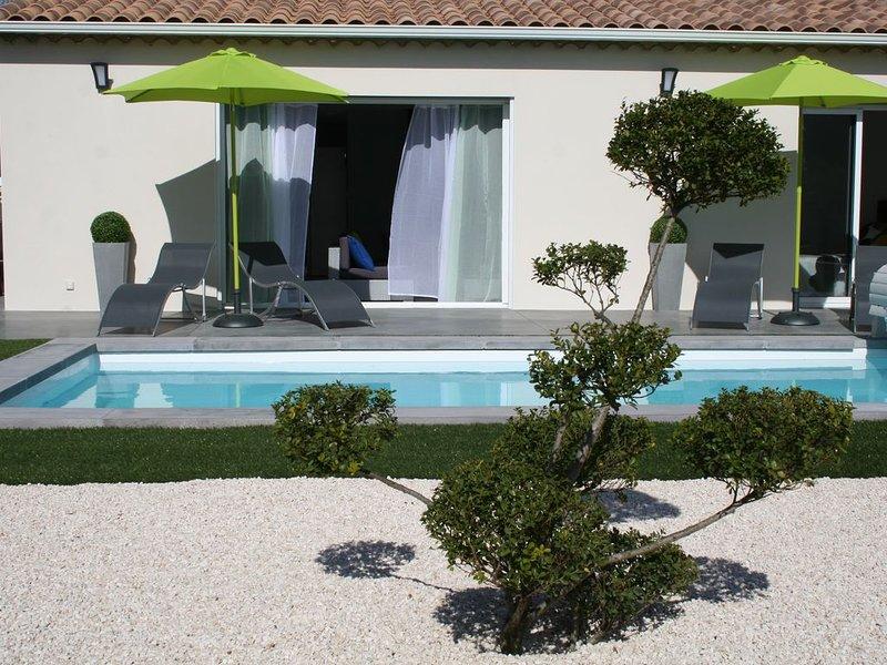 Villa mapokia  climatisée avec piscine chauffée privative proche d'Uzès., holiday rental in Saint-Marcel-de-Careiret