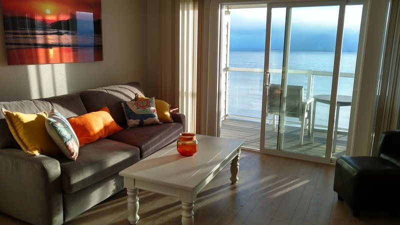 Ocean Front Condo - 1 Bedroom/bath - Sleeps 4 - Remodeled in 2017, location de vacances à Lincoln City