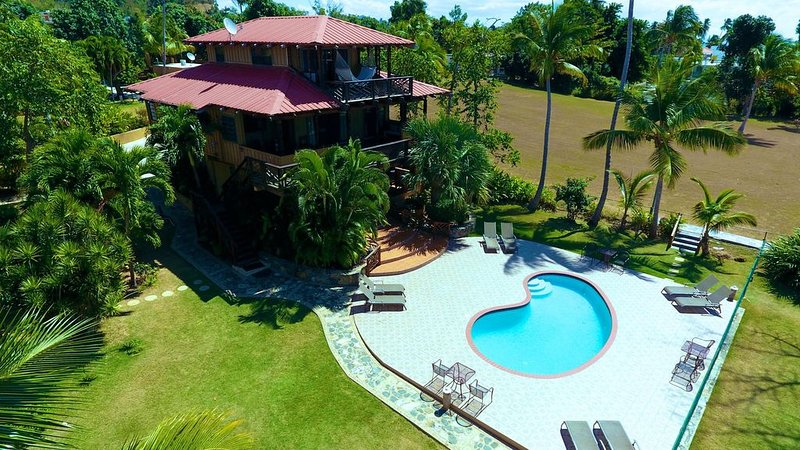 Beachfront Villa on over 4 acres of Marine Reserve Land, location de vacances à Rincon