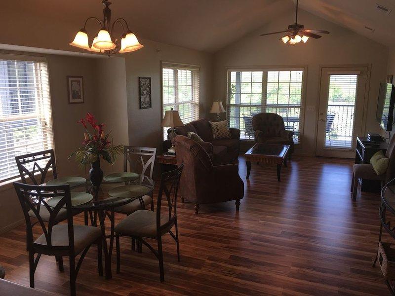 Stonebridge Condo - Perfect Location, Golf, Close To Silver Dollar City!!!, alquiler de vacaciones en Reeds Spring