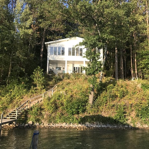 Walloon Lake Frontage Vacation Home with Breathtaking Sunset View., holiday rental in Walloon Lake