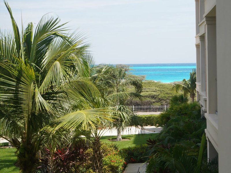 Beautiful and new with gorgeous views and comfortable room for 6, alquiler de vacaciones en Aruba