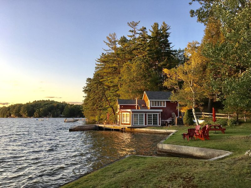 Boat House Cottage On Great East Lake., aluguéis de temporada em Lebanon