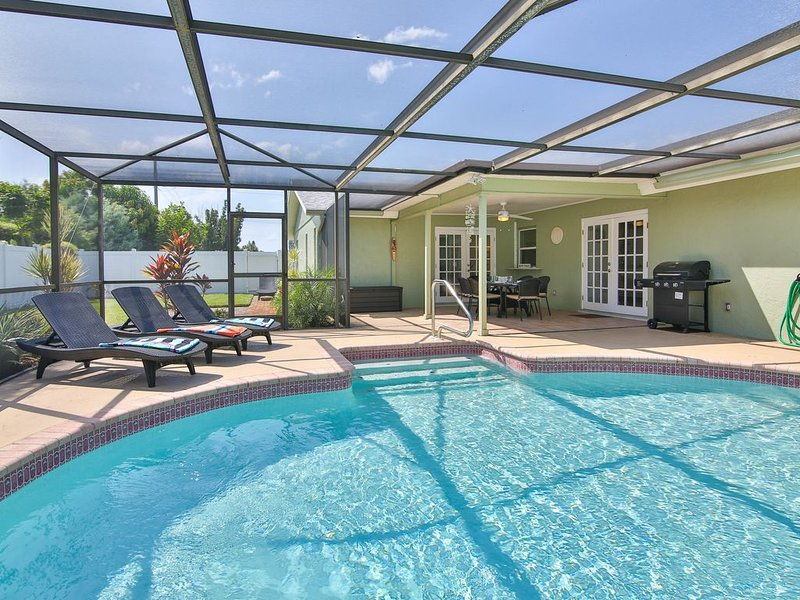 Sanddollar - Newly Renovated Home w/ Privat Saltwater Pool, Heated, Free Wifi, holiday rental in Bradenton