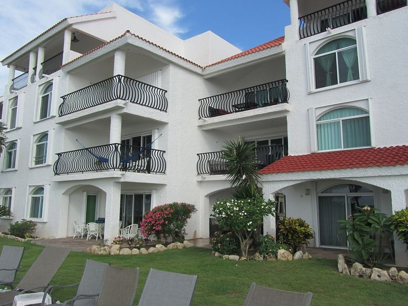 Caribbean Reef Villas #211 - 1st Floor unit - No stairs, holiday rental in Puerto Morelos