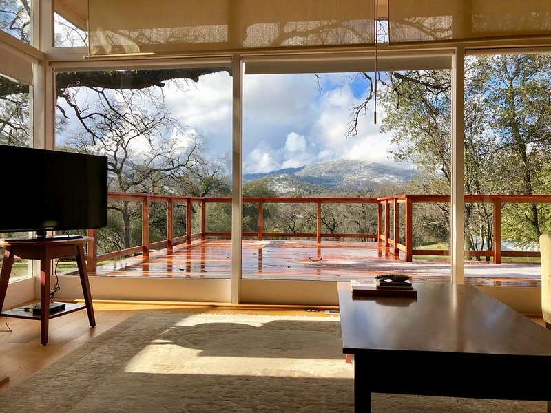 Unwind in the Yosemite Area.  Inviting, Spacious And Modern Home with Hot Tub!, location de vacances à Mariposa