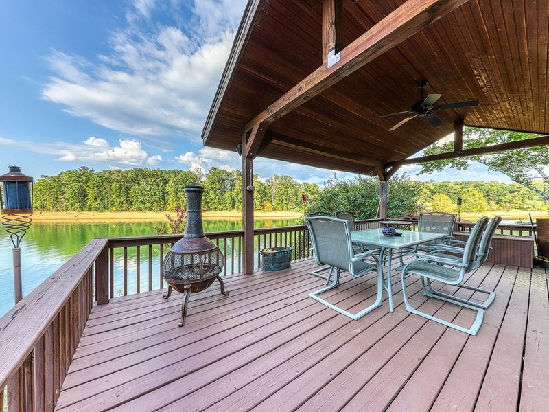 Lakefront home w/ dock, covered porches, and outdoor firepit - dogs welcome!, holiday rental in Jefferson City