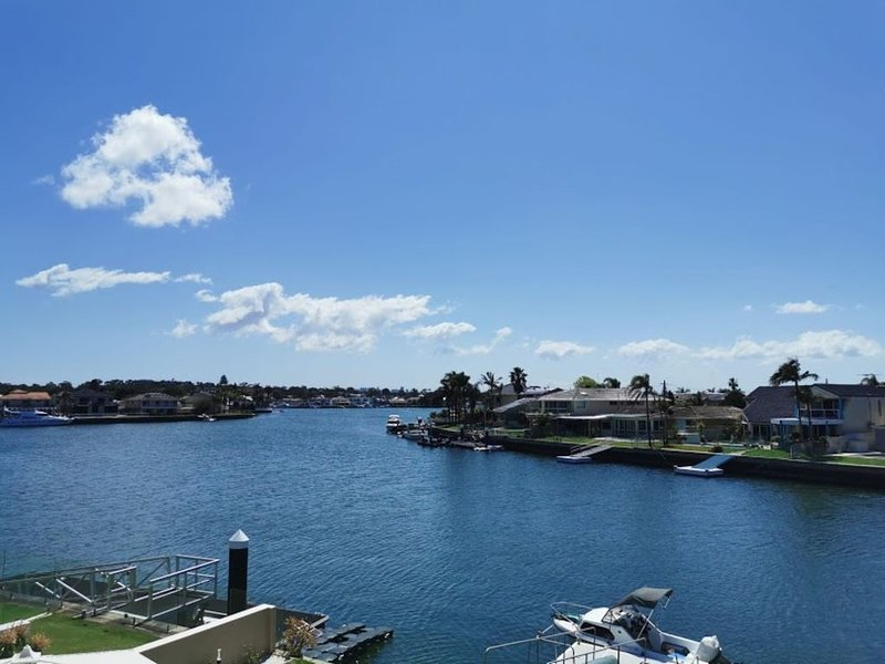 attached self-service waterfront whole villa - sydney, holiday rental in Engadine