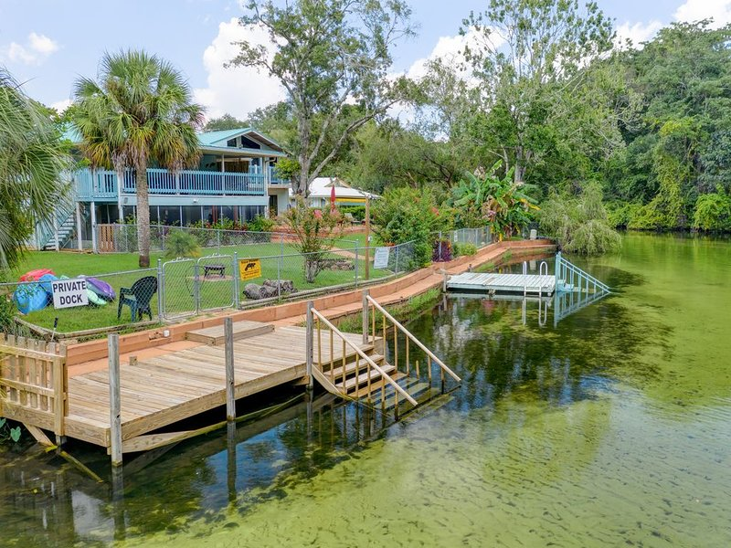 Manatee Cove! Superb 2 Bedroom Suite on nicest stretch of the river., vacation rental in Weeki Wachee