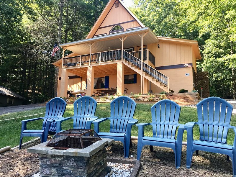 LakeHill Mountain Cottage, views, Swimming, kayaking, summering!, holiday rental in Blairsville