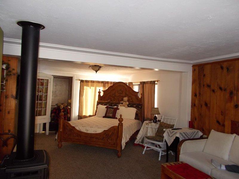 Wendy's cottages, ( Kozy Kove ), on river, fishing, private deck & hot tub. 2 Br, alquiler de vacaciones en Glen Haven