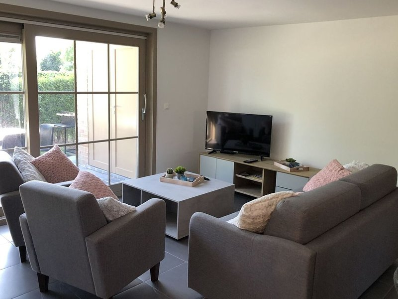 Cosy Holiday Home near Westhoek, vacation rental in De Panne