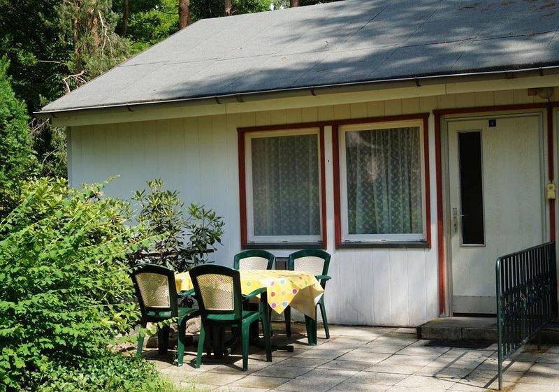 Doppelhaushälfte Bungalow 4 in Waldrandlage am See, holiday rental in Atterwasch