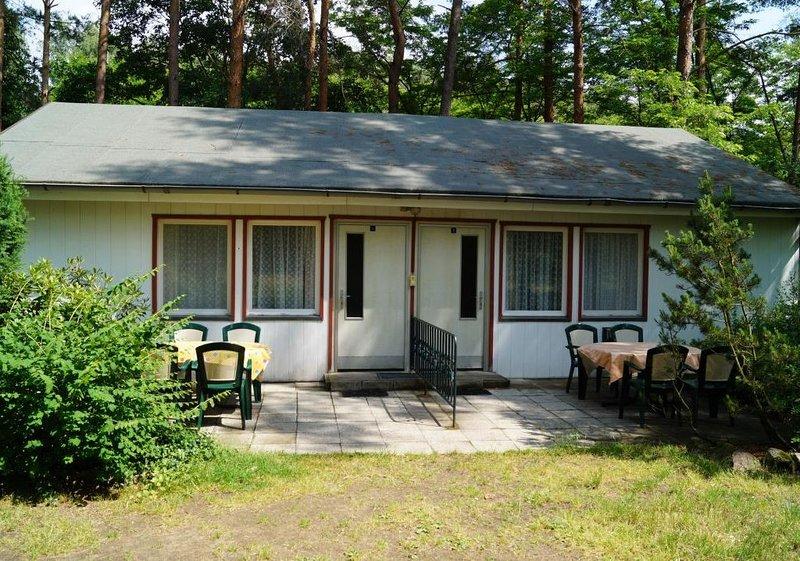 Doppelhaushälfte Bungalow 5 in Waldrandlage am See, holiday rental in Atterwasch