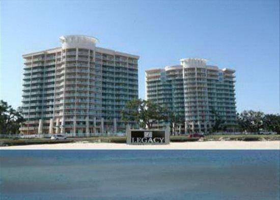 Fabulous 3-Bedroom / 3-Bath Corner Unit w/ Ocean View – semesterbostad i Gulfport