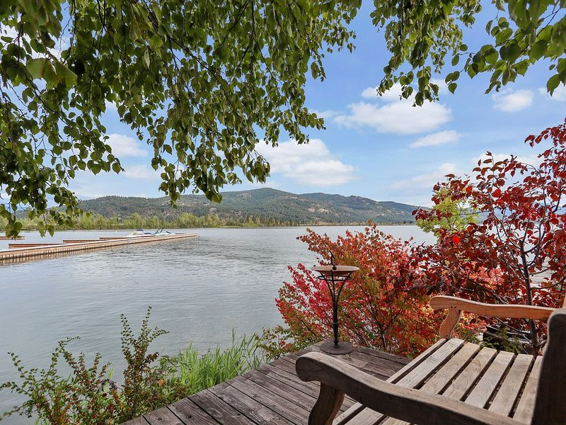 Waterfront home w/ patio & gorgeous view - walk to beach, dogs welcome!, vacation rental in Sandpoint