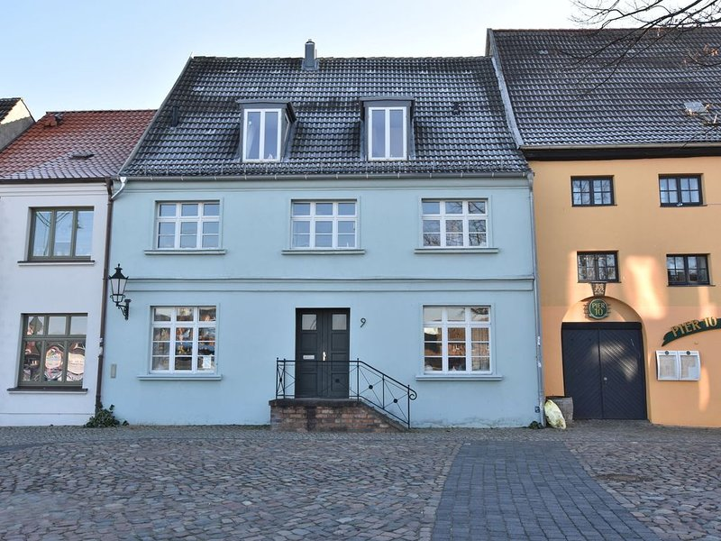 Modern Apartment with Garden in Wismar, holiday rental in Dorf Mecklenburg