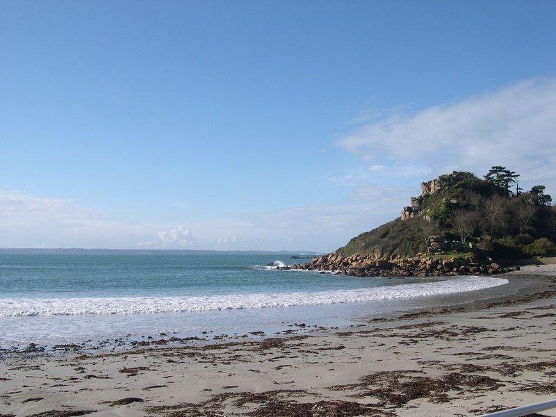 bel appartement front de mer et plage trebeurden bretagne,plein sud, aluguéis de temporada em Cotes-d'Armor