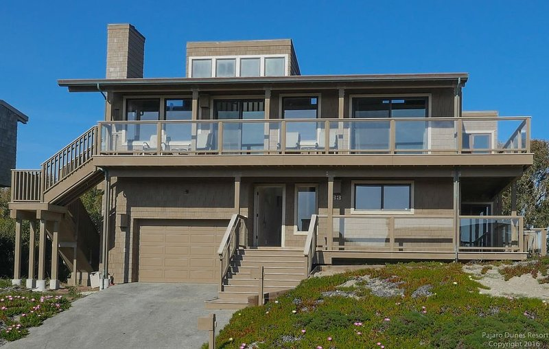 Pajaro Dunes Beach Paradise!  Relaxation and fun awaits!  New:  Fire Pit!, casa vacanza a Watsonville
