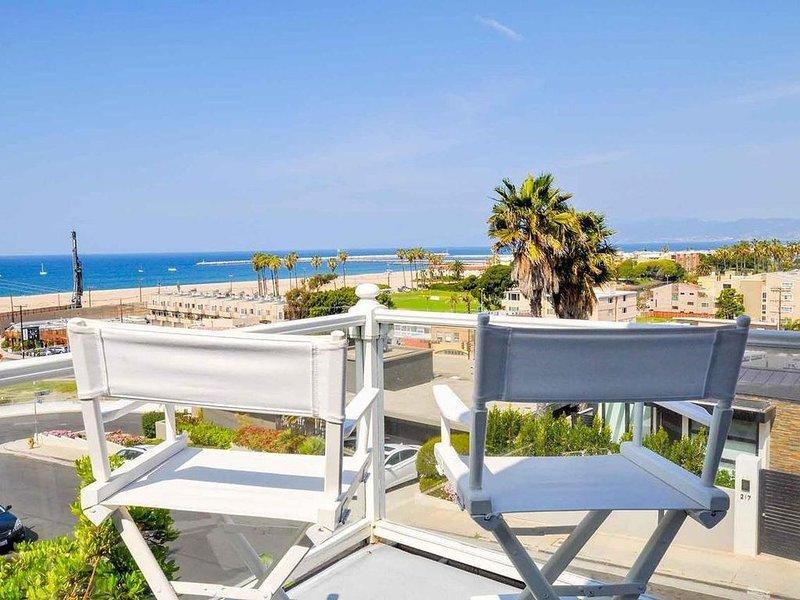 Cape Cod Beach Retreat! Ocean Views Every Room!, location de vacances à Marina del Rey