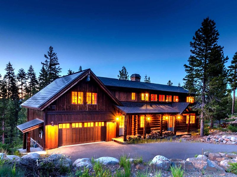STUNNING LOG HOUSE & A COOK'S PARADISE!, holiday rental in Truckee