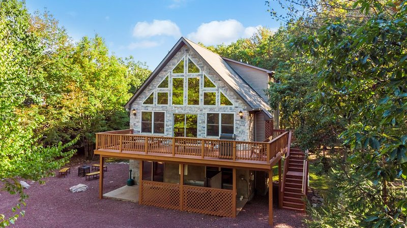 outdoor view of a two floor home for rent in lake harmony pa