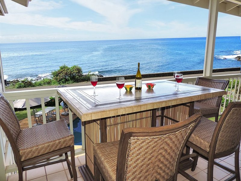 **Oceanfront ** Sunset Views ** Walk to Beach and Shopping ** Air Conditioned **, Ferienwohnung in Koloa